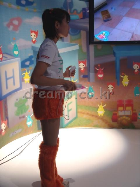 코나미 부스에서 Wii를 사용한 데모를 하고 있었습니다. 640x480동영상도 녹화를 했는데, 코나미 부스 도큐먼트에서 수록하겠습니다.