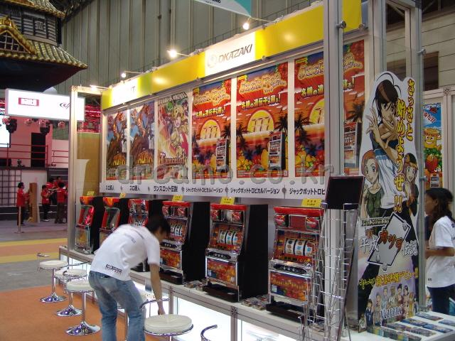 파친코 게임은 한개의 부스에서 대규모로 전시되었습니다. 일본의 파친코 문화는 정말 대단하군요